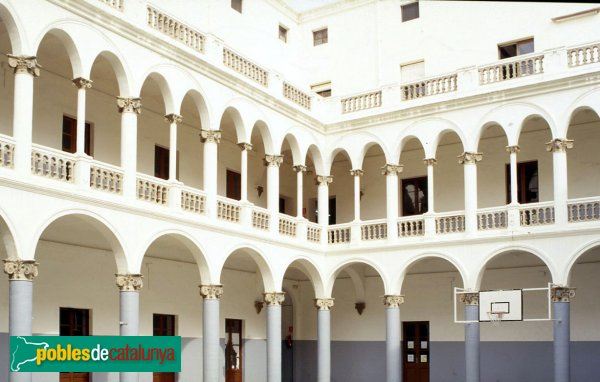 Calella - Escola Lestonnac: claustre escolar