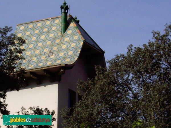 Escola Sant Gregori, detall del teulat de la torre