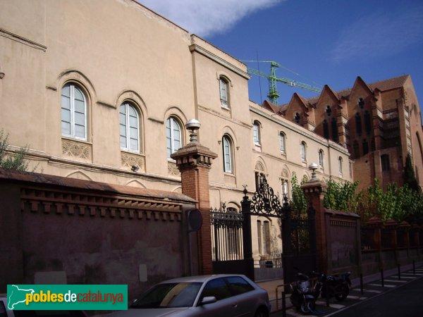 Escola Pia, façana de l'escola i església de Sant Agustí (a la dreta)