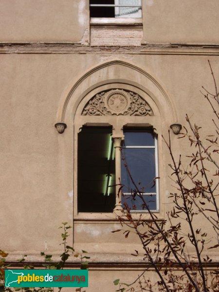 Escola Pia, detall d'una finestra