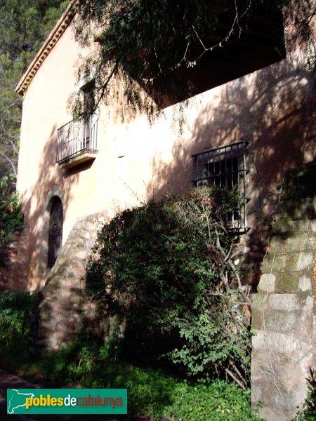 Masia de Can Deu, façana lateral
