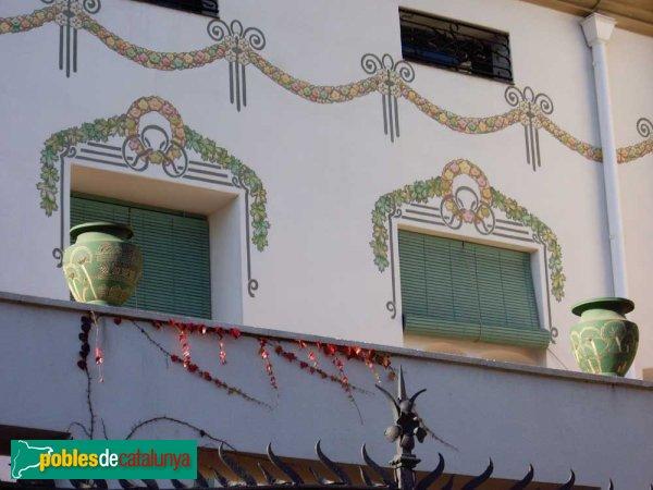 Casa Arimon, detall de les finestres