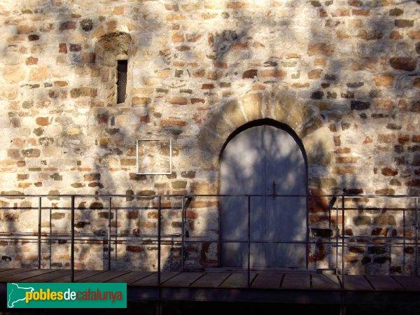 Sant Pau de Riu-Sec, detall porta i finestra