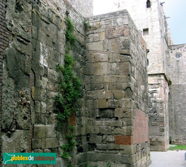 Barcelona - Muralles a la plaça Ramon Berenguer