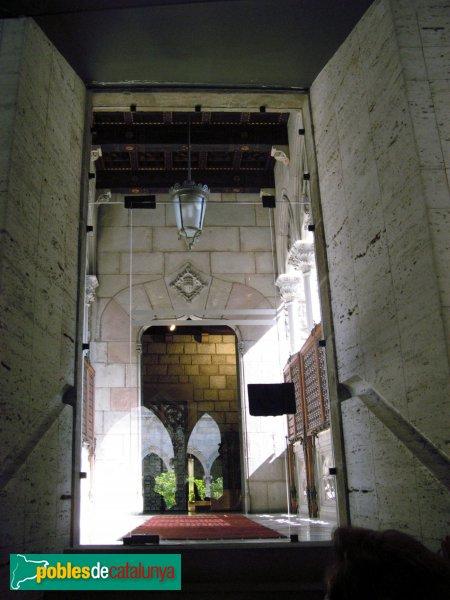 Barcelona - Pont del carrer del Bisbe