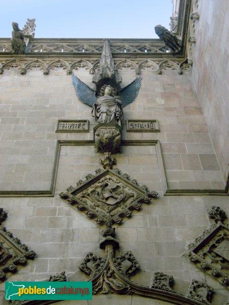 Barcelona - Casa de la Ciutat - façana gòtica