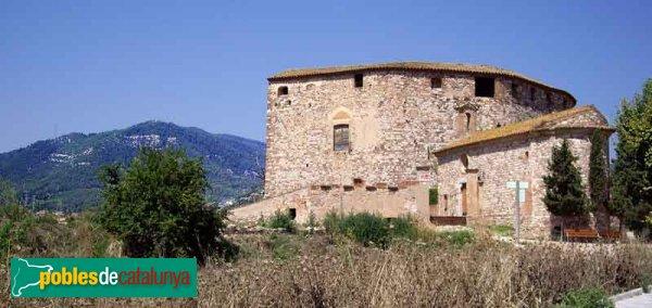 El Castell amb el Puig de la Creu al fons
