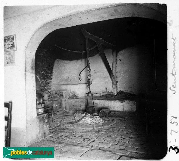 Vista de la cuina del castell de Sentmenat