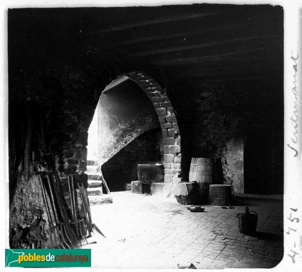 Vista del celler del castell de Sentmenat