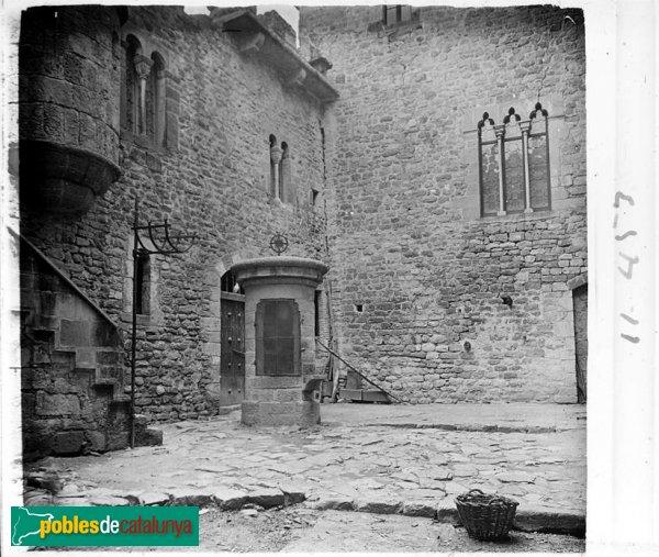 Pati interior del castell de Castellar del Vallès