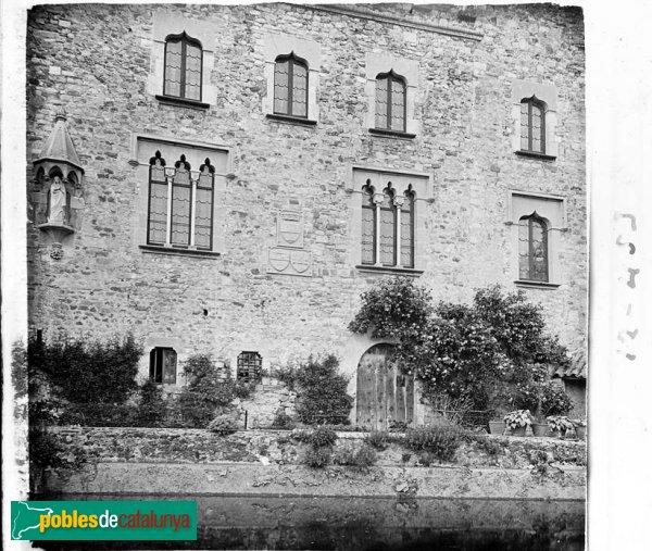 Façana principal del castell de Castellar del Vallès