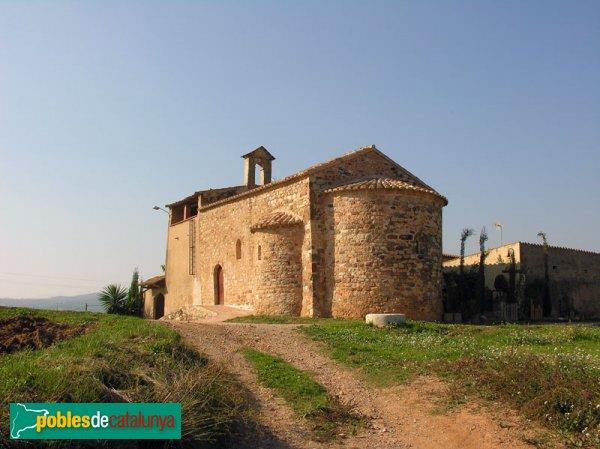 Ermita de Sant Pere d'Ullastre, vista des de la banda de l'absis