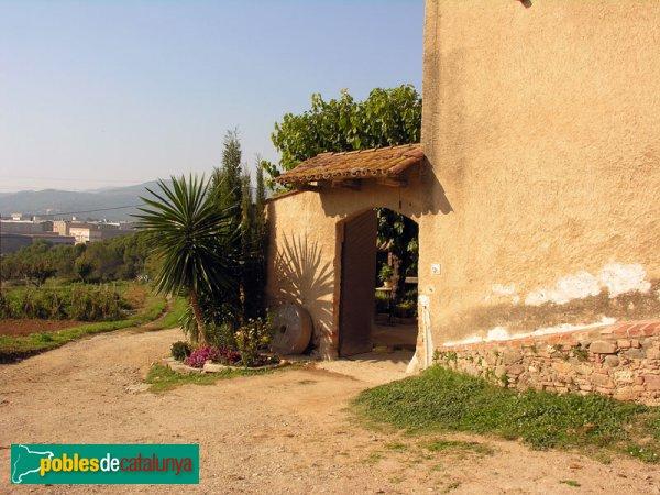 Porta de Can Santpere,  masia que està unida a l'Ermita