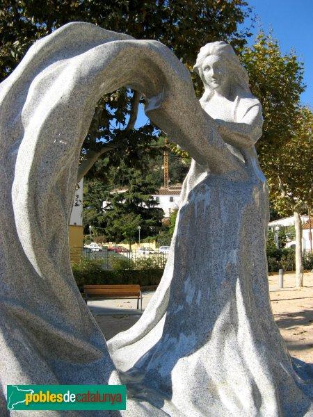 Arenys de Munt - Monument a la Puntaire