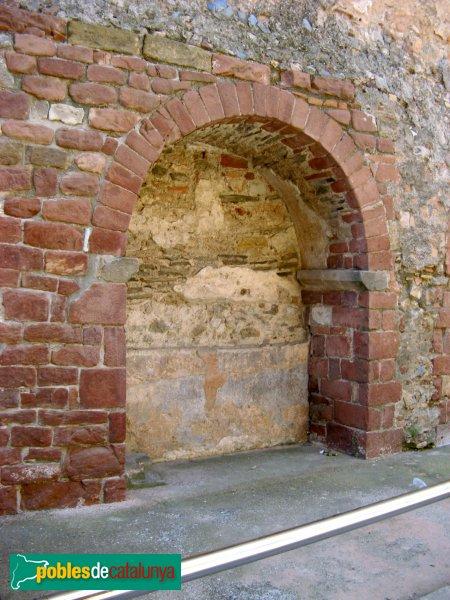 Sant Boi de Llobregat - Església, antiga capella romànica