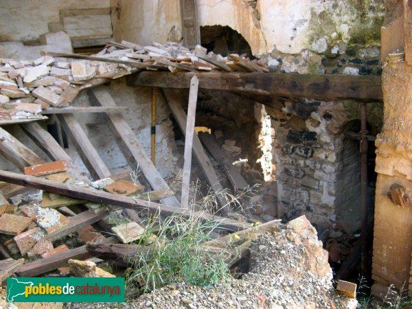 Hostalets de Pierola - Sant Pere de Pierola, interior ruïnós