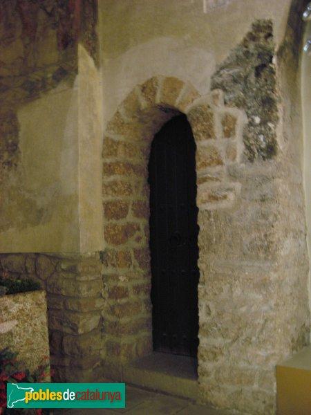 El Bruc - Església de Santa Maria, porta del campanar