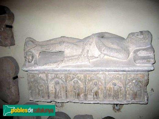 Sant Martí de Tous - Sarcòfag gòtic