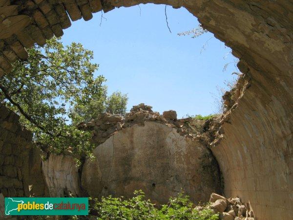Prats de Rei - Sant Jaume de Puigdemàger, interior amb la volta esfondrada