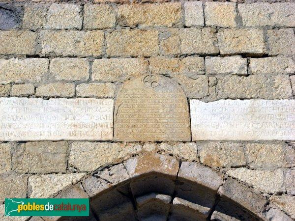 Sant Martí d'Empúries, església, làpides exteriors