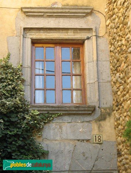 L'Armentera - Finestra i portal del 1596