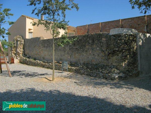Viladamat - Mur de l'antiga pabordia