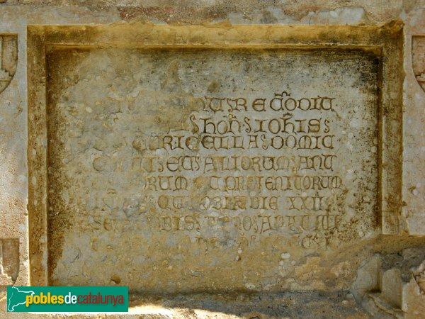 Torroella de Fluvià - Església de Sant Cebrià, làpoida