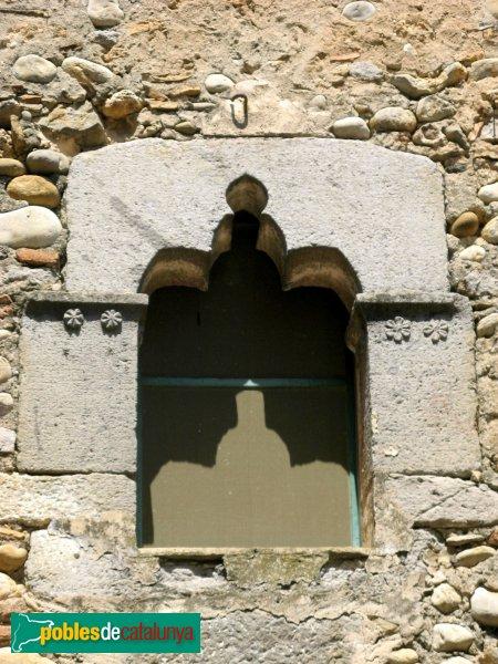 Torroella de Fluvià - Can Sopa, finestra del pont