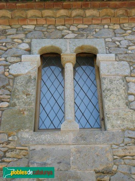 Torroella de Fluvià - Can Miqueló, finestra
