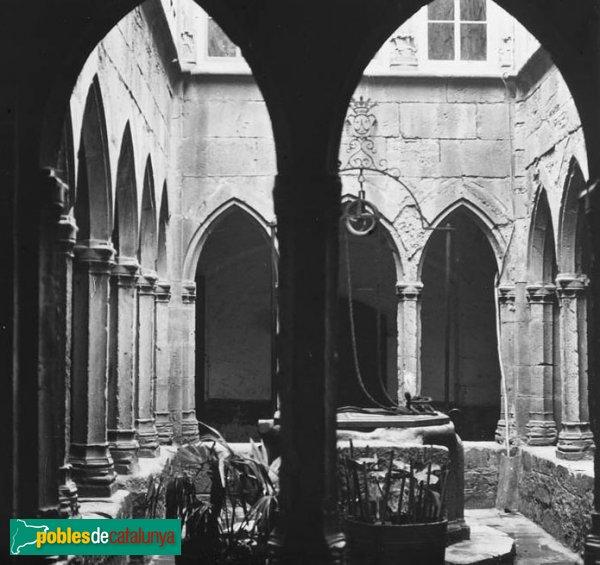 Montblanc - Hospital de Santa Magdalena, claustre