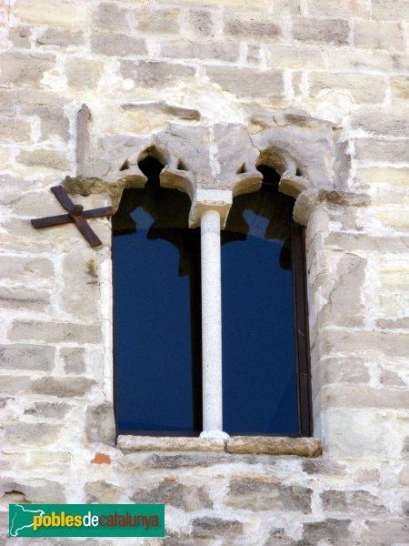 Santa Coloma de Queralt - Castell, finestra de la façana nord
