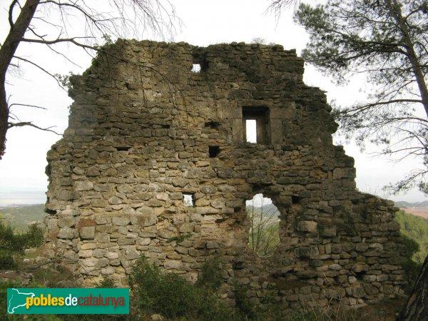 Pontils - Castell de Pontils, casa situada a un nivell inferior