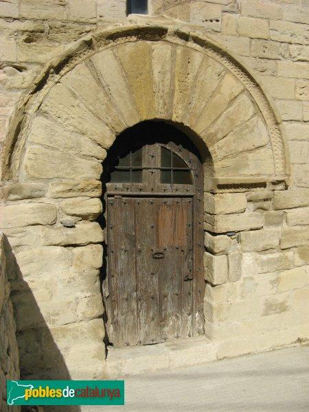Forès - Església de Sant Miquel, porta dels Homes