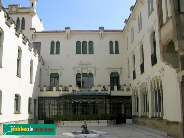 Terrassa - Casa Alegre de Sagrera, façana del jardí
