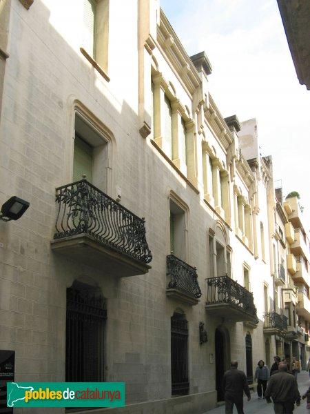 Terrassa - Casa Alegre de Sagrera, façana del carrer de la Font Vella