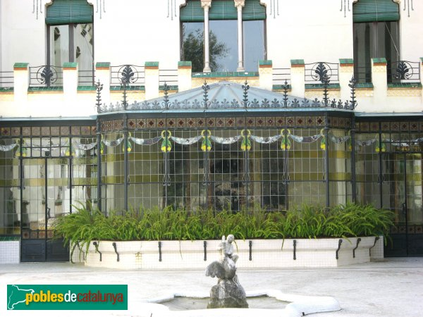 Terrassa - Casa Alegre de Sagrera, la tribuna des del jardí