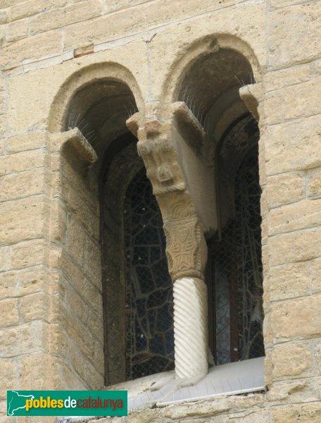Rubí - Església de Sant Pere, finestra romànica