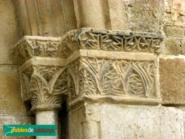 Rubí - Església de Sant Pere, detall de la portalda romànica