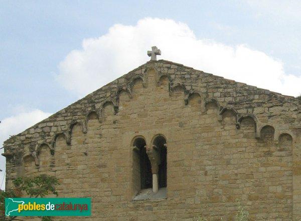Rubí - Església de Sant Pere, coronament de la façana romànica