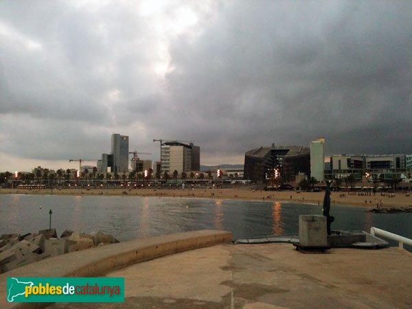 El Parc de Recerca Biomèdica, i edificis adjacents, vistos des del Port Olímpic