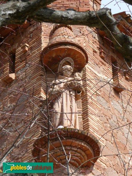 El Marquet de les Roques - Estàtua a la cantonada de l'edifici