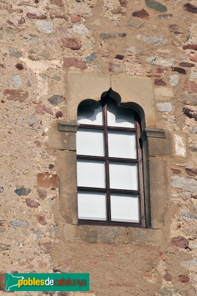 Castell de Plegamans, finestra de la façana de ponent