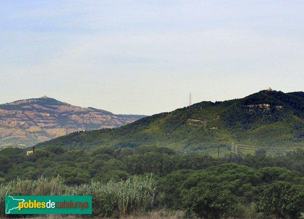 Les muntanyes del Puig de la Creu (esq.) i la Mola (drt.), vistes des de Palau