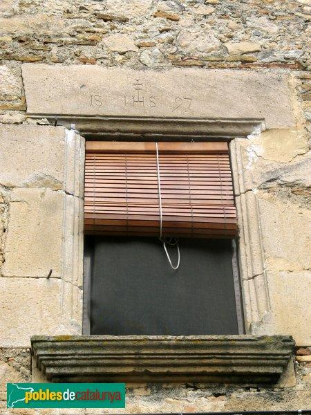 Fortià - Nucli antic, finestra 1597