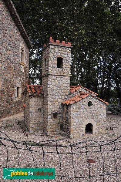 Reproducció de la Capella de Santa Maria, davant de la Masia de Can Duran
