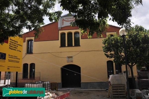Façana de darrera de la Casa de la Vila, essent remodelada