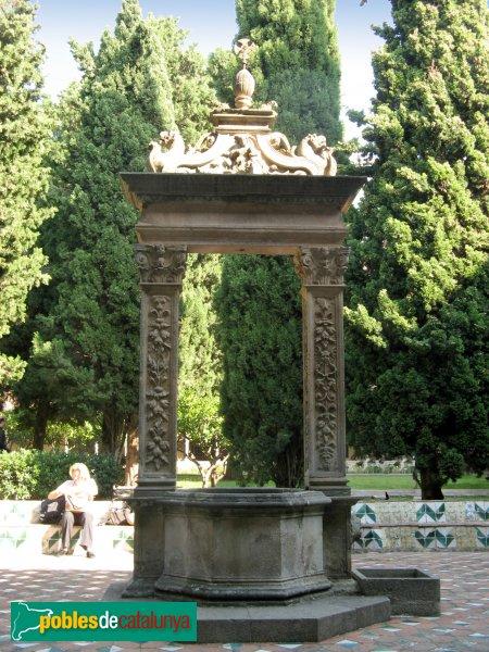 Barcelona - Monestir de Pedralbes, pou del claustre