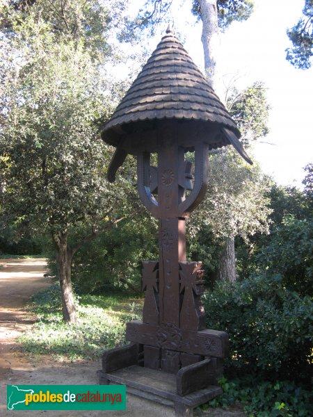 Barcelona - Jardins del Palau de Pedralbes - Creu procedent de Romania