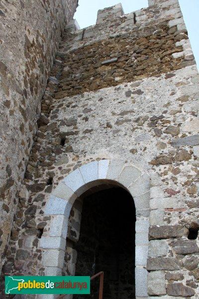 Arbúcies - Castell de Montsoriu, entrada al recinte sobirà