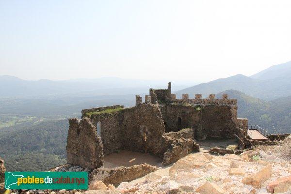 Arbúcies - Castell de Montsoriu, capella de Sant Pere, recintes romànic i gòtic